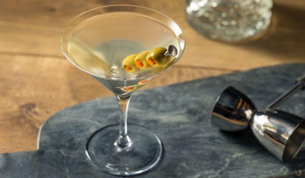 Алкогольный коктейль «Грязный мартини»