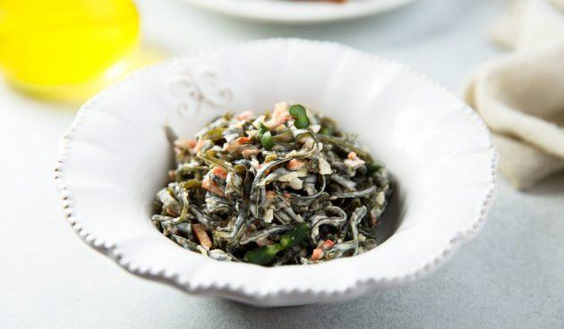 Салат с морской капустой и морковью по-корейски