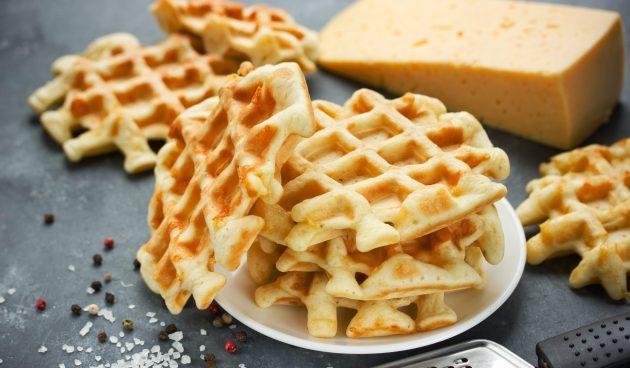 Сырные вафли из трёх ингредиентов