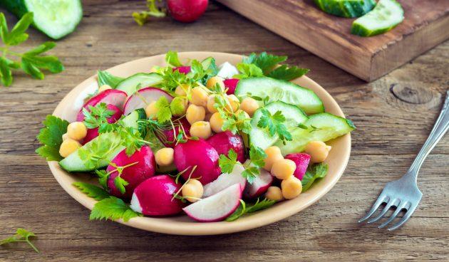 Салат из редиса с нутом