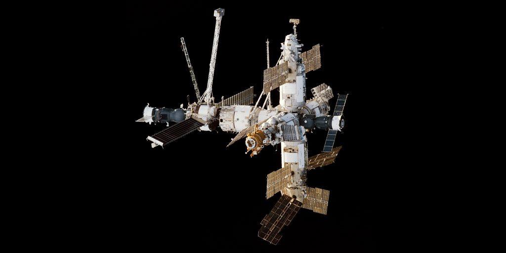 Орбитальная станция «Мир» в 1998году