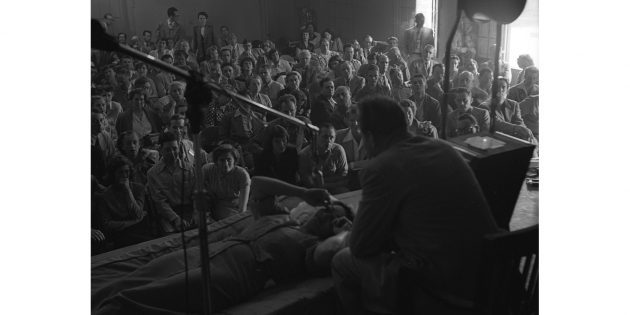 Л. Р. Хаббард проводит семинар по дианетике в Лос-Анджелесе, 1950год