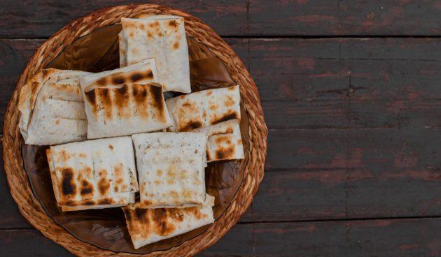 Идея для пикника: конверты из лаваша с сыром