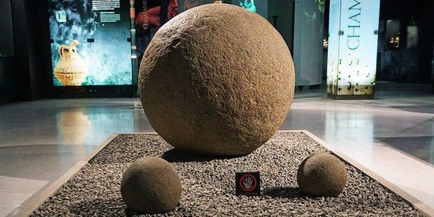 Технологии древних цивилизаций: каменные сферы выставлены в Museo del Jade, Коста-Рика