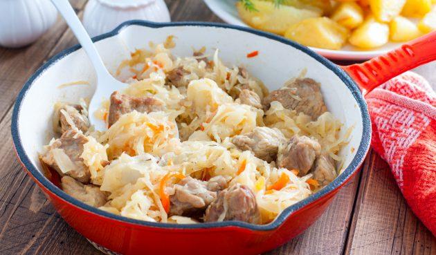 Квашеная капуста с мясом и картошкой