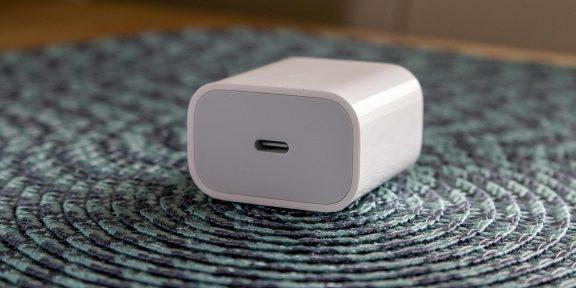 Apple рассказала, какую пользу принёс отказ от продажи iPhone с адаптерами питания