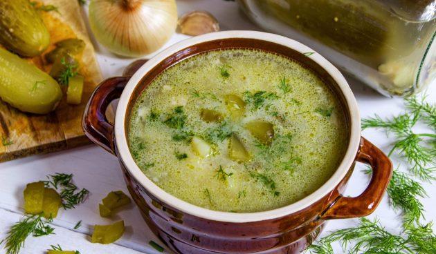 Куриный суп с солёными огурцами