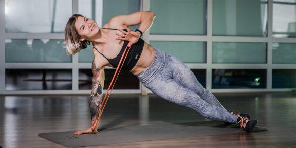 Прокачка: тренировка с фитнес-резинкой для проработки каждой мышцы