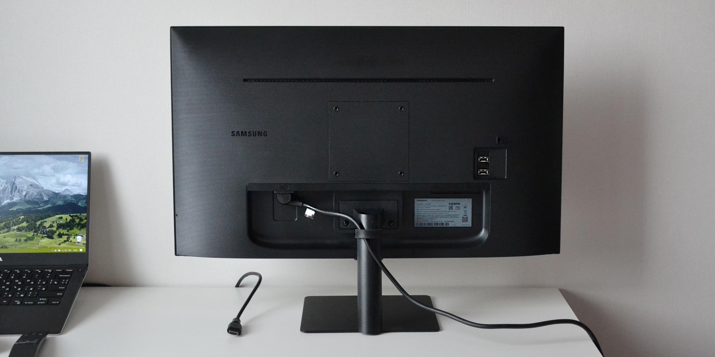 Обзор смарт-монитора Samsung M5: задняя поверхность выполнена из ребристого пластика