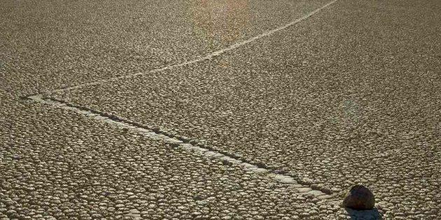 Тайны мира: движущиеся камни в Долине Смерти