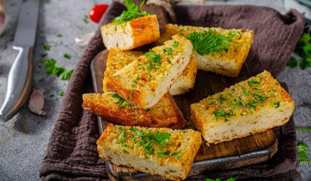 Ароматный чесночный хлеб с сыром