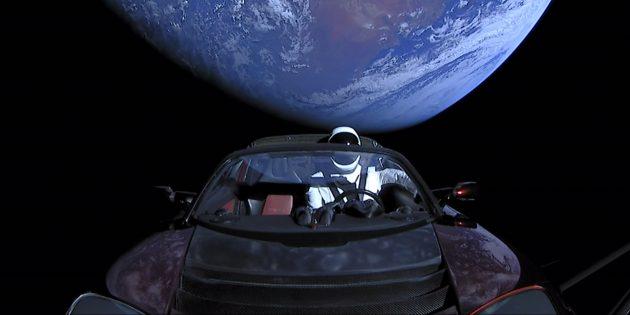 Необычные предметы в космосе: автомобиль Tesla