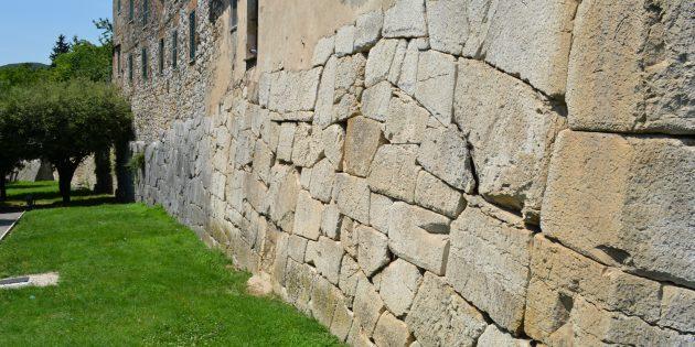 Технологии древних цивилизаций: стены Амелии, Умбрия, провинция Терни в Италии