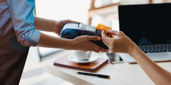 Mastercard и 8 российских банков запускают NFC-брелоки для бесконтактной оплаты