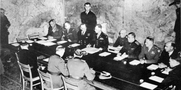 Подписание акта о капитуляции Германии в Реймсе