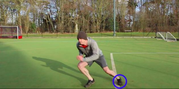 Челночный бег: развернитесь и поставьте вторую ногу на линию