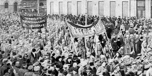 История Российской империи: Февральская революция. Солдатская демонстрация в Петрограде в февральские дни.