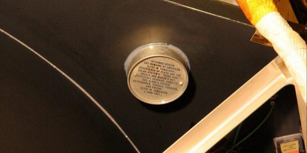 Необычные предметы в космосе: капсула с прахом Клайда Томбо