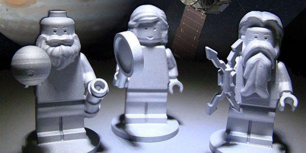 Необычные предметы в космосе: фигурки Lego