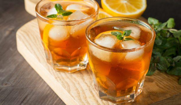 Холодный чай с мятой и соком