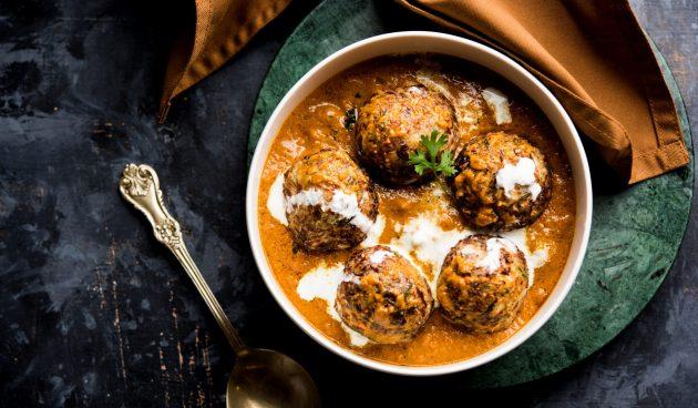 Мясные фрикадельки в кокосовом соусе карри
