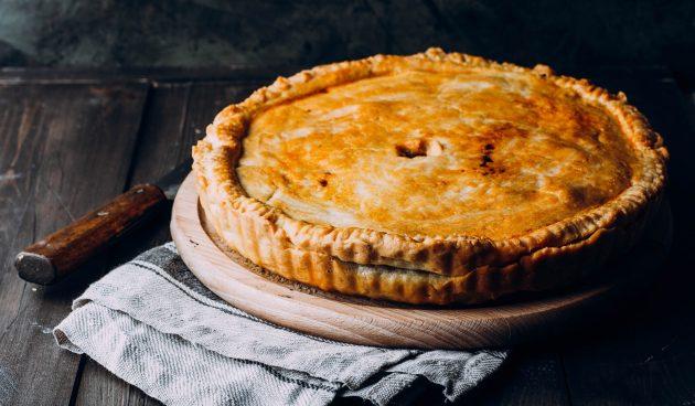 Пирог с мясом и картошкой на кефире