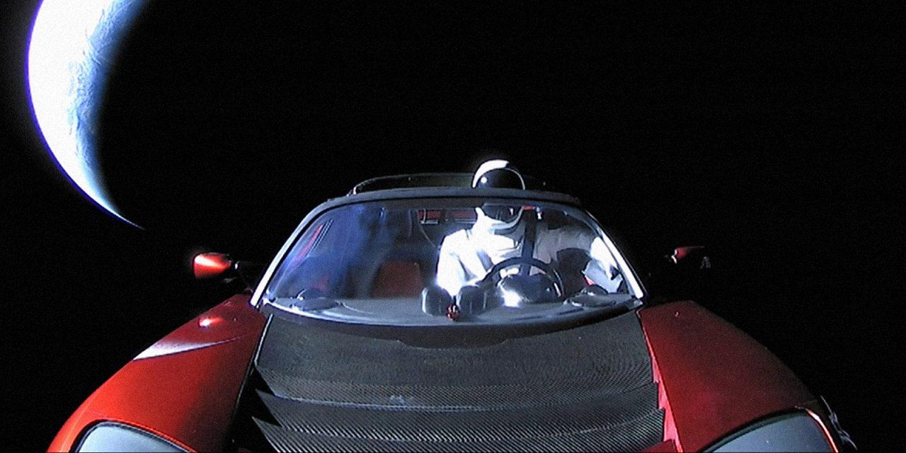 10 странных вещей, побывавших в космосе