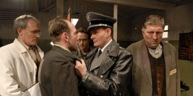 Кадр из фильма про концлагеря «Фальшивомонетчики»