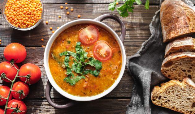 Суп с чечевицей и мясными колбасками