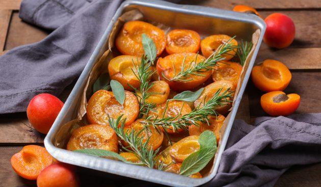 Десерт из абрикосов, запечённых в духовке