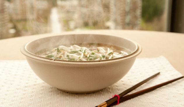 Пикантный суп со свининой и лапшой