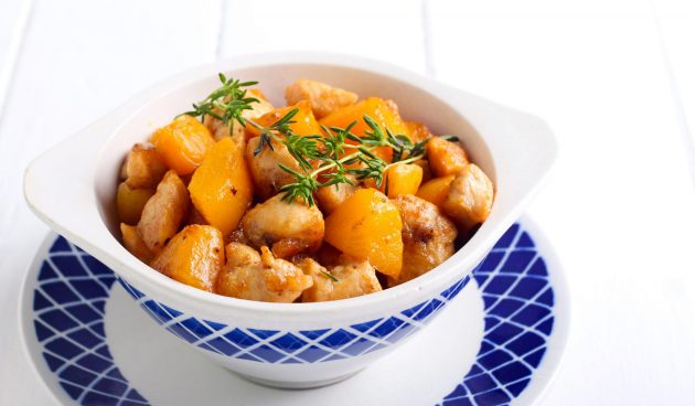 Жареная курица с абрикосами