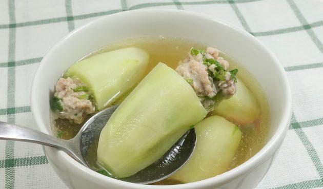Тайский суп с фаршированными огурцами