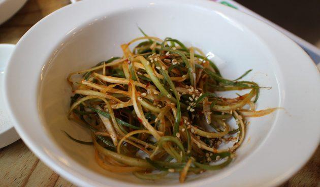 Салат из зелёного лука. Идеален к шашлыкам