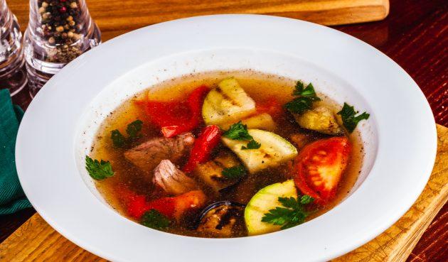 Суп из свинины с овощами гриль