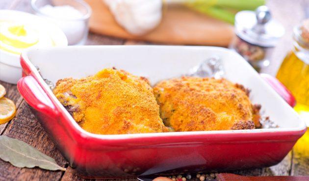Куриные бёдра, запечённые в сырной панировке