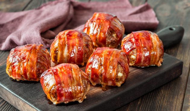 Мясные шарики, запечённые в беконе