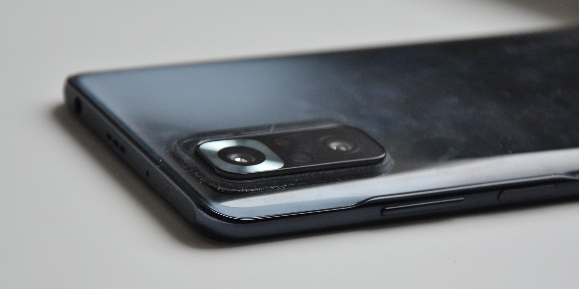 Xiaomi Redmi Note 10Pro: вокруг модуля камеры скапливается пыль