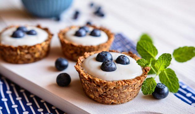 Запечённые корзинки из гранолы с йогуртом