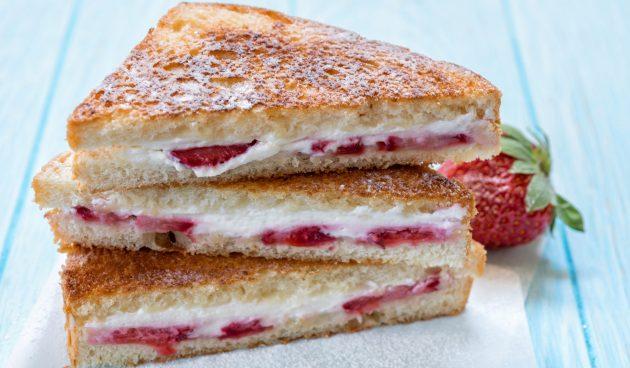Сэндвичи с клубникой и крем-сыром