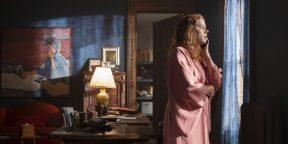 «Женщина в окне» с Эми Адамс притворяется фильмом Хичкока. И это очень красивое зрелище