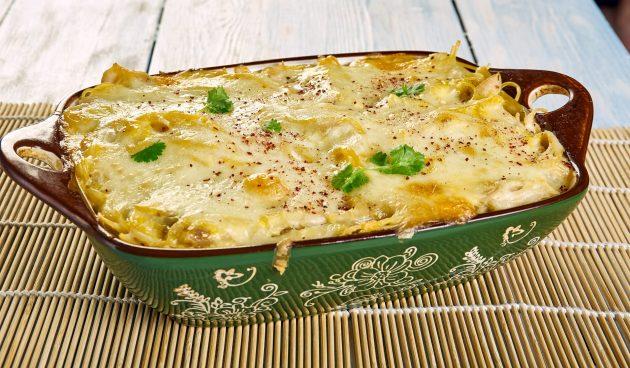 Запеканка из спагетти с курицей и сырным соусом