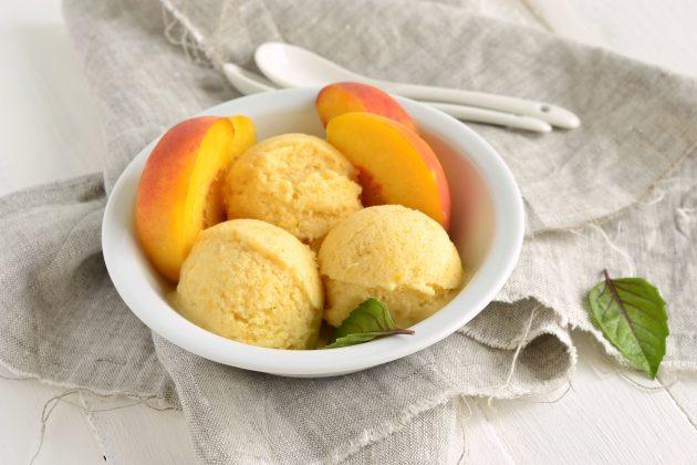 Простое персиковое мороженое