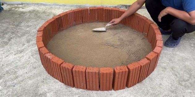 Как сделать фонтан своими руками: засыпьте внутрь песок