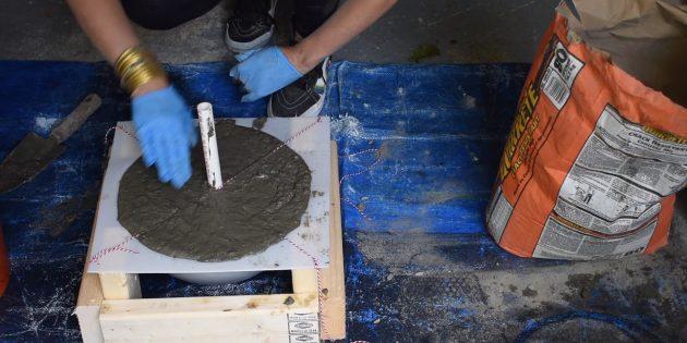 Как сделать фонтан своими руками: заполните форму цементом