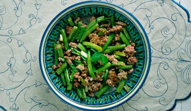 Жареная баранина с зелёной фасолью за 20 минут