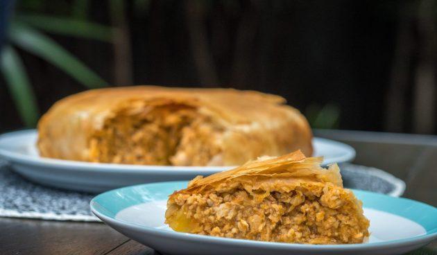 Пирог с курицей и шампиньонами на сковороде