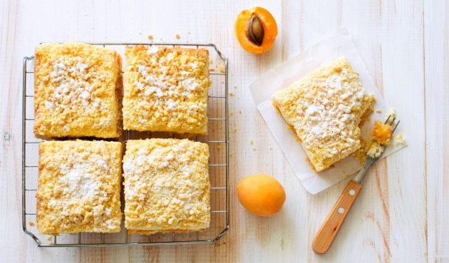 Тёртый пирог с абрикосами и творогом