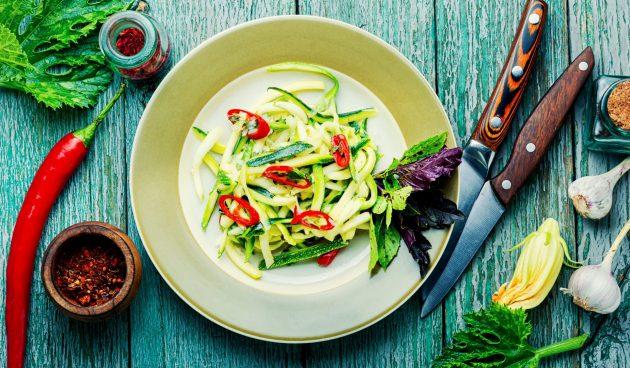 Лёгкий салат из свежих кабачков с огурцами