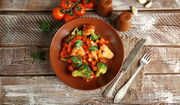 Жареная курица с овощами за 20 минут